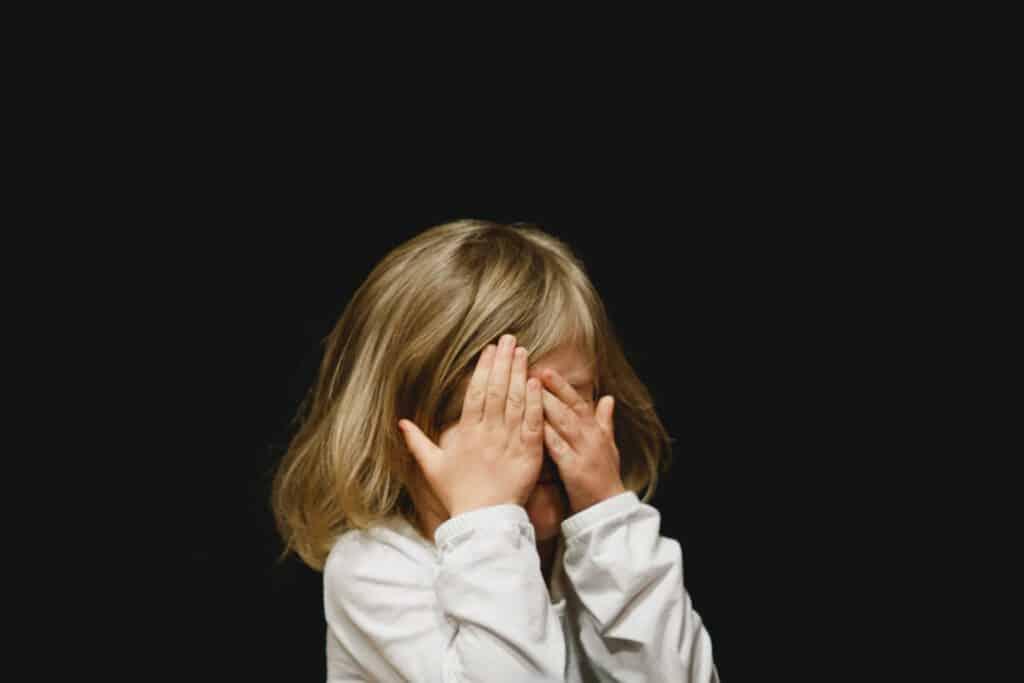 לפרוק רגשות ולתאם צפיות עם ילדים ובני נוער –  שיח עם ילדים ובני נוער